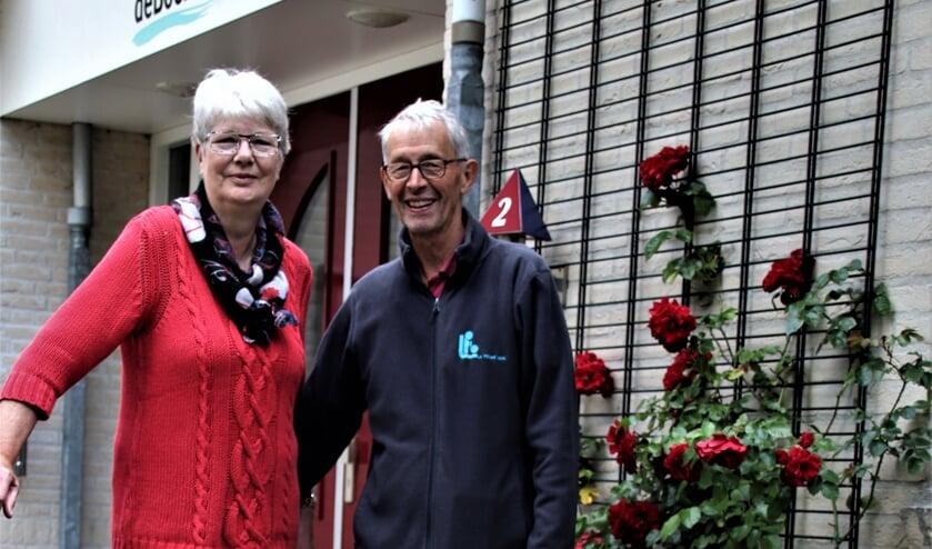 (l) Trudy Netto (secretaris 'De Boerderij') en Herman Everard (r)   | Fotonummer: 22f282