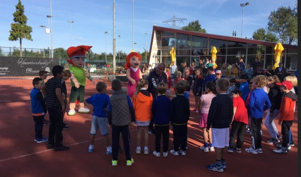 Feest bij Tennisvereniging Forescate.  Foto: Bas van den Beld