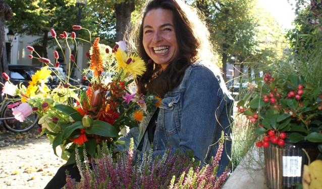 Kleurrijk en uitbundig. De boeketten van Suzie Fleurs zijn altijd bijzonder. Suzie zelf zit al 25 jaar in het vak waarvan 20 jaar op de Voorstraat. Foto: VSK