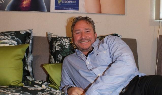 Wat is een goed bed? 'Dat is voor iedereen anders', zegt Jørgen Lammerding van Droomvisie. Klanten kunnen de bedden uitproberen in de winkel van de vijf sterren bedspecialist. Foto: VSK
