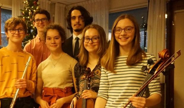Muzikale leerlingen van de British School lieten senioren genieten van kerstmuziek