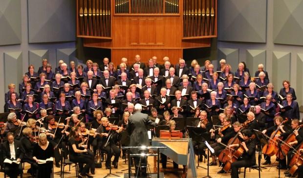 """Die Jahreszeiten"""" van Joseph Haydn, uitgevoerd door Exultate Deo, het Leiderdorps Kamerorkest en drie solisten o.l.v. Leo den Broeder."""