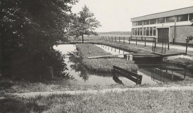 De Pasveerslot, nu parkeerterrein van Aannemersbedrijf Kriek. Het Hoogheemraadschap Rijnland was eigenaar van de sloot.