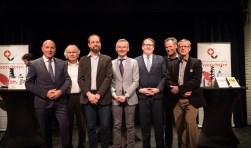 De zeven lijsttrekkers na afloop van het debat (v.l.n.r.): René Zoetemelk (CDA), Ad de Graaf (PVDA), Erik Maassen (SP), Nanning Mol (VVD), Adriaan Andringa (D66), Johan van Rixtel (GroenLinks) en Glenn Zeelt (ONS). Foto: Jasper Suijten