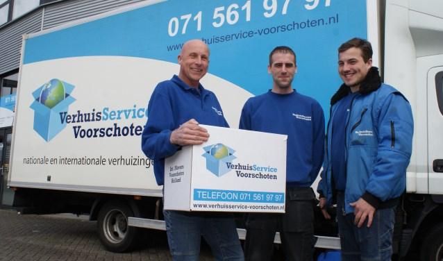 Tinus van Santen (l), Jordy en zoon Gino: verhuisstress is helemaal niet meer nodig. Wij nemen alles uit uw handen. Foto: VSK