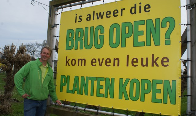 Dit nieuwe spandoek al gespot? Het hangt bij Moerkerks Plantenparadijs aan de Hofweg. Foto: VSK