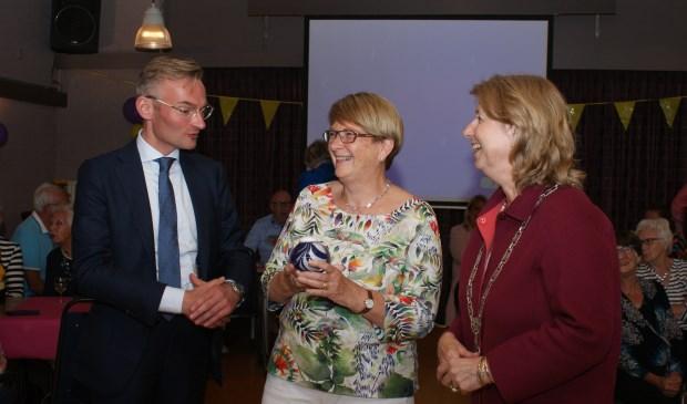 Wethouder Mol, Marga Faassen en burgemeester Bouvy-Koene. Foto: VSK