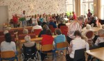 Fortgensschool bezorgt ouderen Florence Adegeest muzikale middag