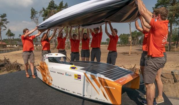 De Nuon 9S onthult haar geheimen. In september doet de auto mee aan de Sasol Solar Challenge. Foto: pr