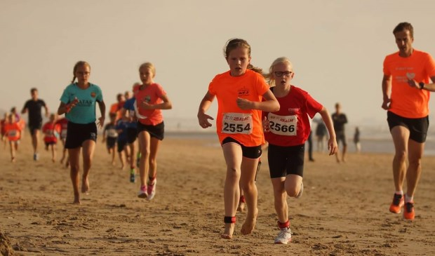 Femke heeft in haar leeftijdscategorie het Strandlopen gewonnen. Foto: pr