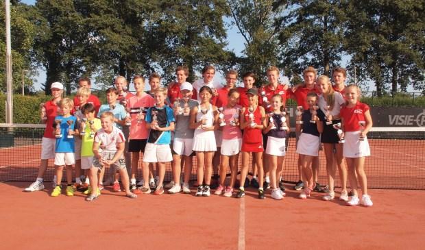 Alle winnaars op een rij samen met de jeugdraad van TV Forescate. Foto: TV Forescate