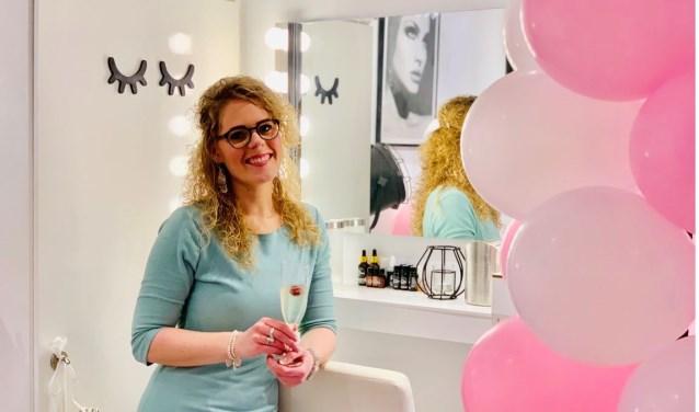 Nikki Wagtendonk is naast schoonheidsspecialiste, wimper- en browstylist ook gespecialiseerd in permanente make-up. Foto: PR