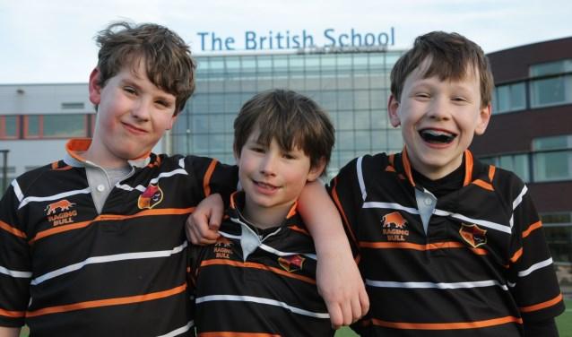 Lars, Daniel en Lukas rugby'en al jaren bij The British School in The Netherlands. 'En het is ook goed voor je Engels!' Foto: Linda Gerrits