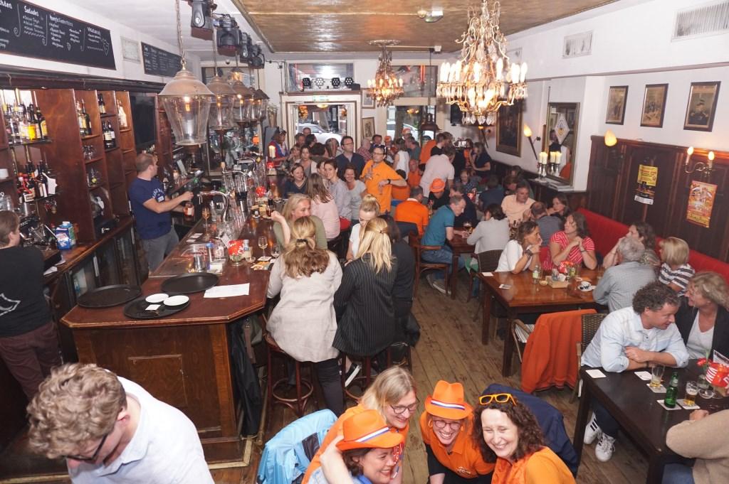 Een bomvol Wapen met deelnemers aan de pubquiz. Foto: VSK  © VSK