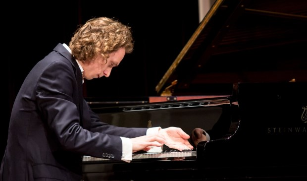 Concertpianist Tobias Borsboom treedt op in WZC Adegeest. Foto: tobiasborsboom.com