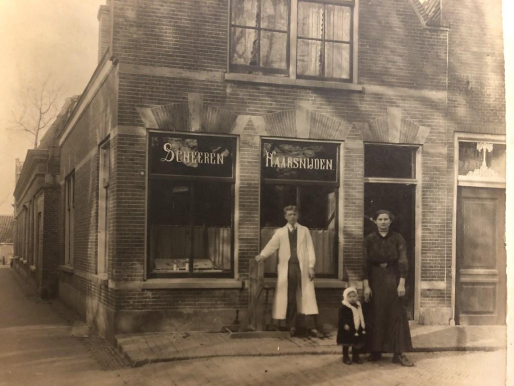 Tijdens de Eerste Wereldoorlog werd de kapperszaak gedraaid door een 'remplacant'. Opa Jan moest meevechten. Foto: Archief Teske  © VSK