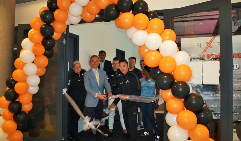 FitXprnc is officieel geopend. De ingang bevindt zich tegenover de ingang van Dirk van den Broek in de Schoolstraat. Foto: Vsk.