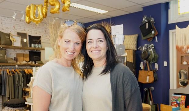 Lisette Borghart en Michelle Polak verhuizen Depot 258 deze week naar de Schoolstraat 53. Foto: VSK