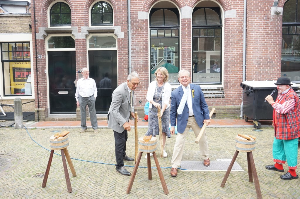Leo van Vliet en Cees Bijloos wonnen met koekslaan van de burgemeester Foto: Vsk © VSK