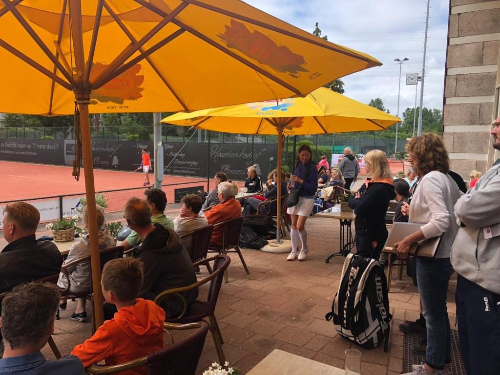 Terras op tennispark TV Forescate – een sfeerimpressie  © VSK