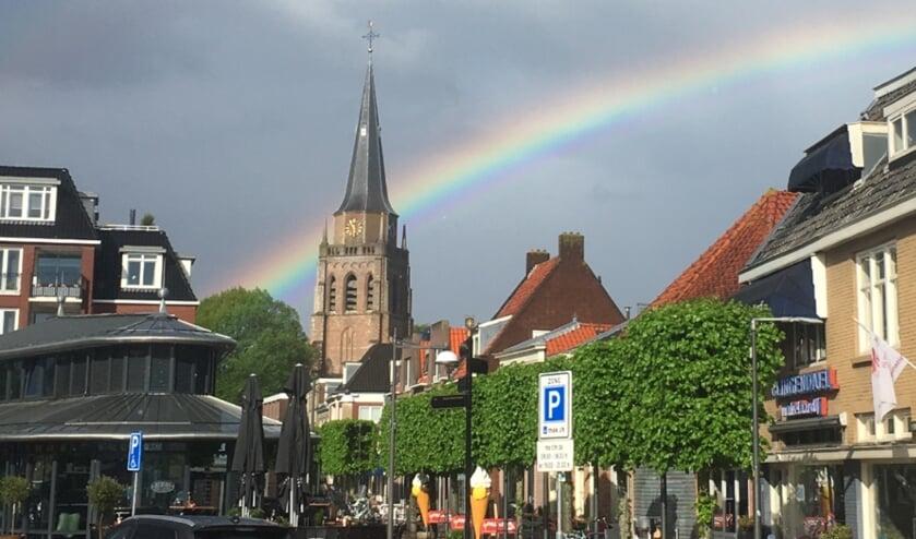 De regenboog boven Voorschoten vertegenwoordigd de diversiteit die zo kenmerkend is voor de ondernemers in Het Hart van Voorschoten. Foto: René Eleveld