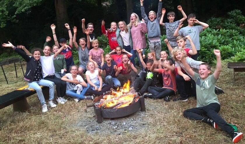 Afscheid aan het kampvuur. Groep 8A van de Regenboog had een speciaal feestje. Foto: PR