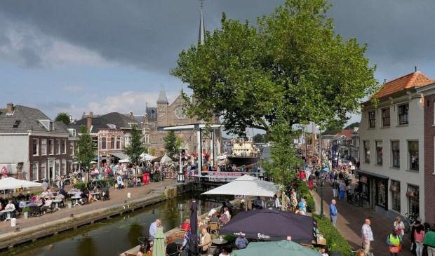 Hoewel donkere wolken zich samenpakten boven de Vlietdagen, breekt toch de zon weer door (foto: Ot Douwes).