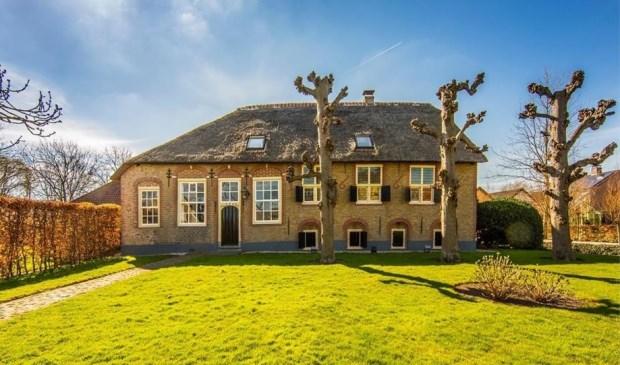 Het mooiste huis van pijnacker kost 2 7 miljoen maar dan for Boerderijwoning te koop