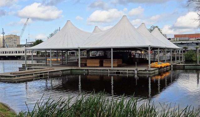 De kunstijsbaan op de vijver bij Leidsenhage (foto: Ap de Heus).