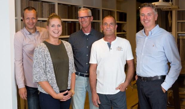 Het team van Van der Goes. Van links naar rechts: stoffeerder Rob, woonstyliste Melissa, verkoper Ben, stoffeerder Martin en eigenaar Perry.