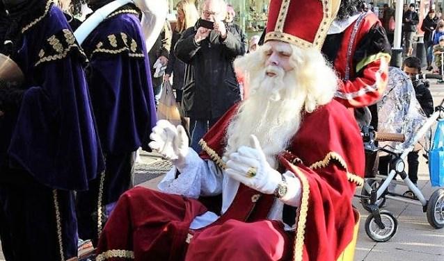 Sinterklaas arriveerde in een bakfietsje (foto's: Ap de Heus).