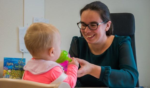 Ze begeleidt en helpt kinderen als logopedist en als kindercoach.