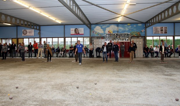 In het Boul-O-Drome aan het Fluitpolderplein oefenen klasjes van 4 tot 6 deelnemers onder begeleiding van hun coach (foto: pr).