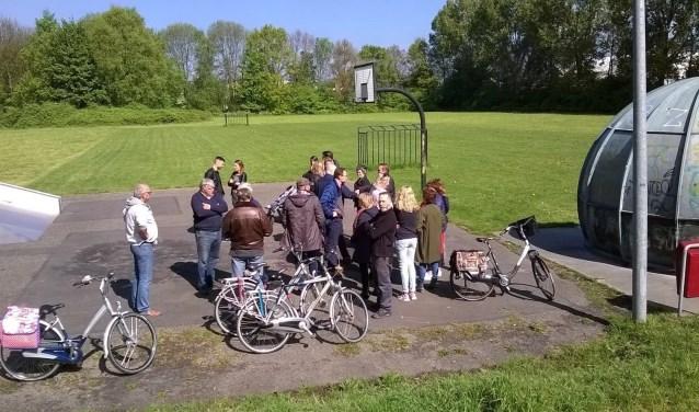 VVD-fractie in gesprek met buurtbewoners op de beoogde locatie aan De Star (foto: pr VVD).