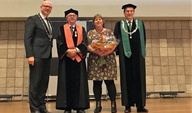 V.l.n.r. Burgemeester Tigelaar, Prof. dr. Van Paridon en zijn vrouw en Prof. dr. Pols (rector magnificus).