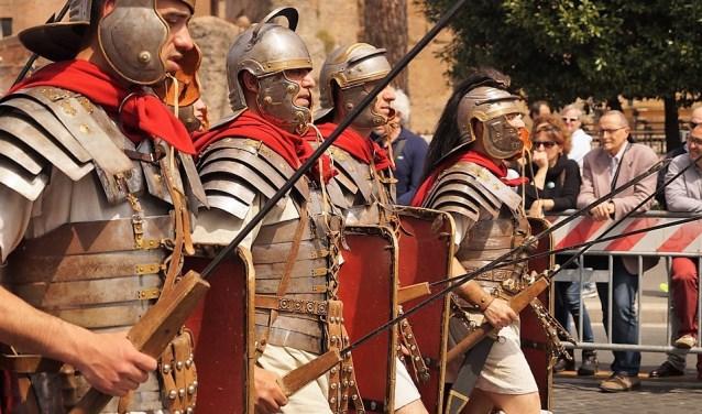 Tijdens het festival worden diverse locaties in Voorburg omgetoverd in Romeinse sfeer, compleet met soldaten, badhuizen, enz.
