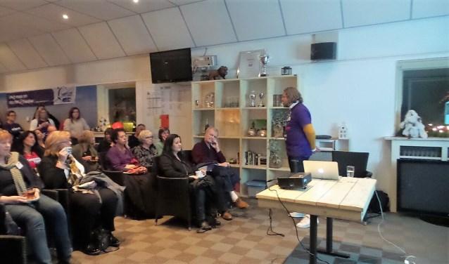 Edwin Langeweg spreekt de aanwezigen toe (foto: pr).