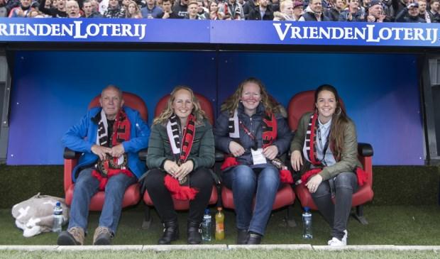 Natascha met haar vader en twee vriendinnen.