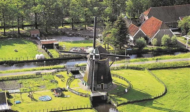 Molen De Vlieger in het polderlandschap bij Voorburg (foto: Adrey Caljé).