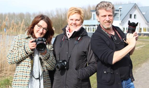 Pia Legerstee (midden) geflankeerd door twee andere fotografen: Liesbeth Bergen en Gerard Nijboer. Foto: Martijn Mastenbroek