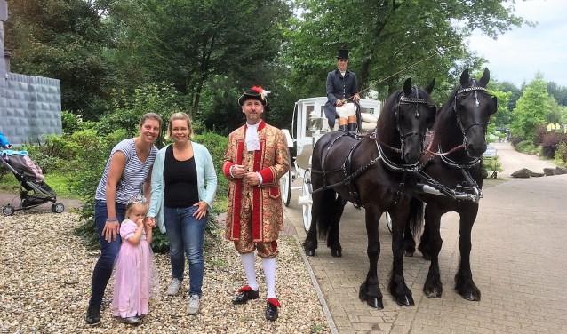 Guusje werd samen met Frances en Sanne opgehaald door een een sprookjeskoets (foto: pr Stichting Droomdag).