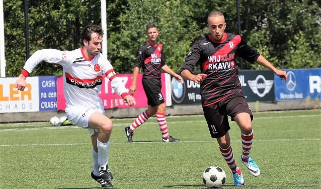 Karam Boukhari en Jordy de Wit (midden) waren zondagmiddag de enige twee nieuwe spelers bij RKAVV (foto: AW).