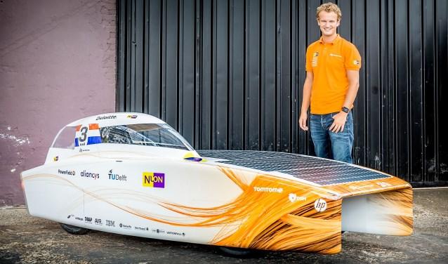 Teamleider Sander Koot uit Voorburg met de Nuna9 (foto: Jorrit Lousberg).