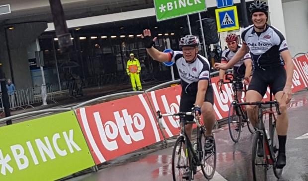 Burgemeester Klaas Tigelaar finisht (foto: Inge Koot).