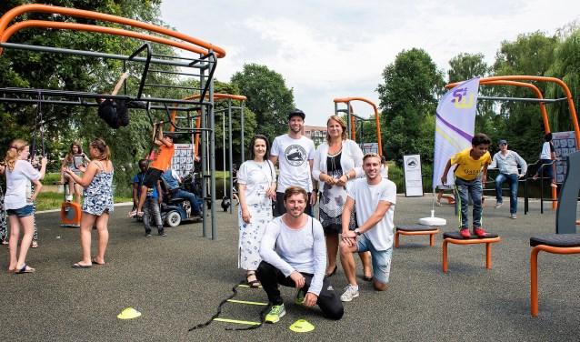 Opening van de Fitplaats Park 't Loo. Vanaf 25 juli tot 31 augustus kun je hier als bewoner terecht voor professionele sportbegeleiding (archieffoto: Michel Groen).