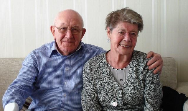 Het echtpaar Hofland-Lindhout zoals de meeste mensen in Leidschendam zich het bruidspaar zullen herinneren (familiefoto).