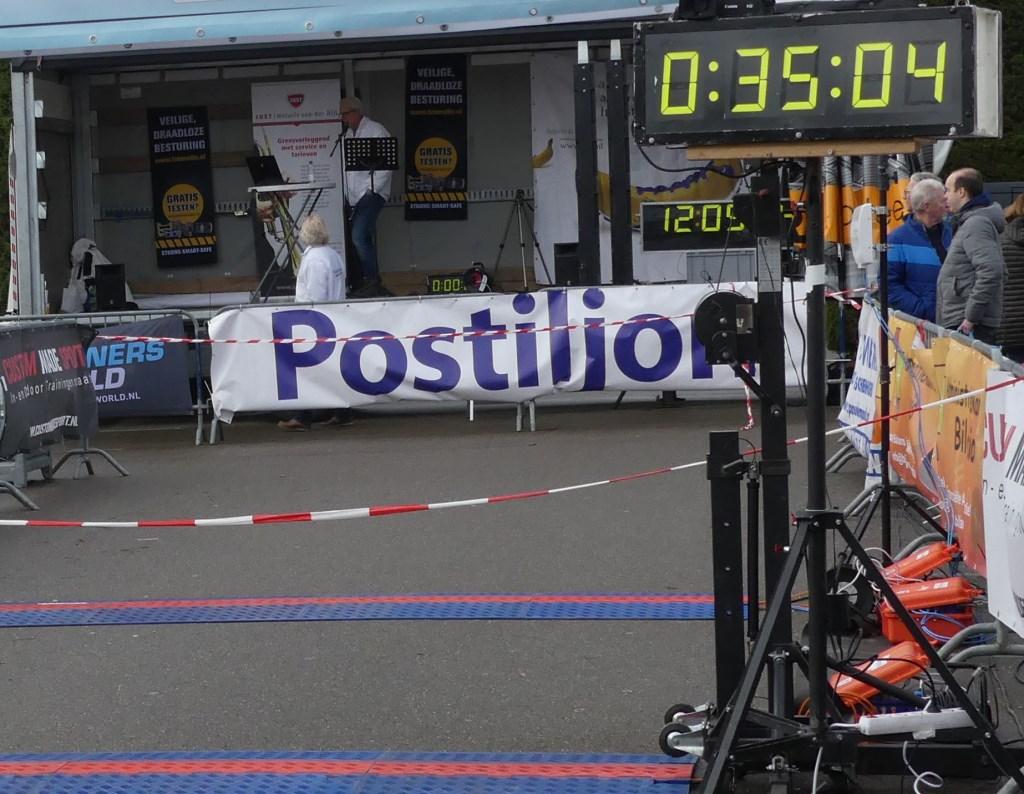 De Postiljon is al enige jaren een van de trouwe sponsoren van de Rokkeveense Dekkerloop. Foto: Floris Keyzer  © Postiljon
