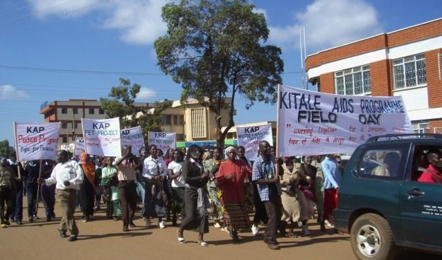 Een mars tegen de verspreiding van Aids in Kitale, Kenia (foto: pr).