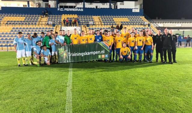 Het team JO19 van FC Zoetermeer in Portugal. Foto: pr