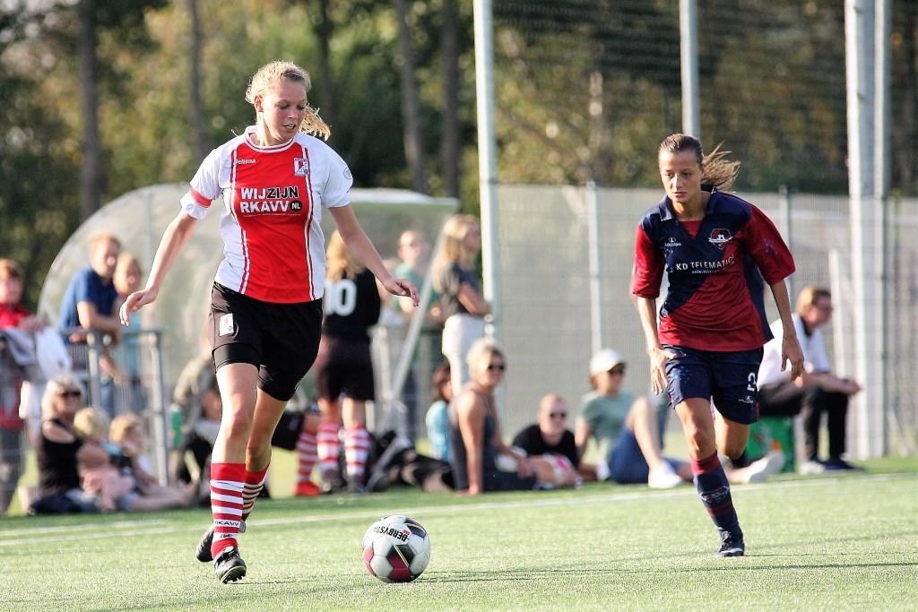 De dit seizoen bij RKAVV Vrouwen debuterende aanvaller Jenske Kroes (ex-Taurus Delft) scoorde 4x (foto: AW).  © Het Krantje